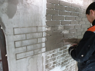 Стена под кирпич своими руками из штукатурки видео