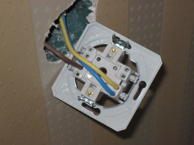 Как подключить двухклавишный выключатель- схема как . на двойной выключатель . провода. .