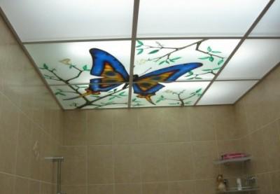 Люди, располагающие большими денежными средствами, могут сделать потолки для ванной комнаты натяжными...